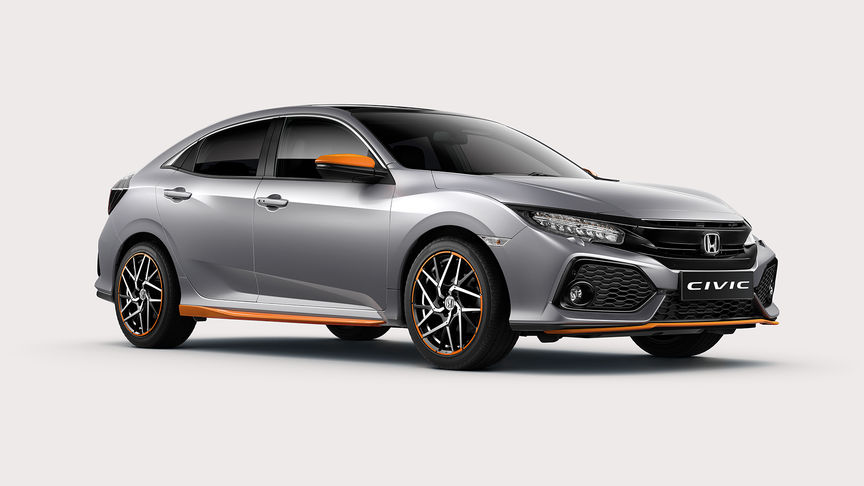 Honda Civic 5D z pakietem Orange Line z przodu.