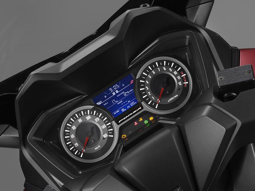 Bogatsza informacja na panelu wskaźników Forza 125